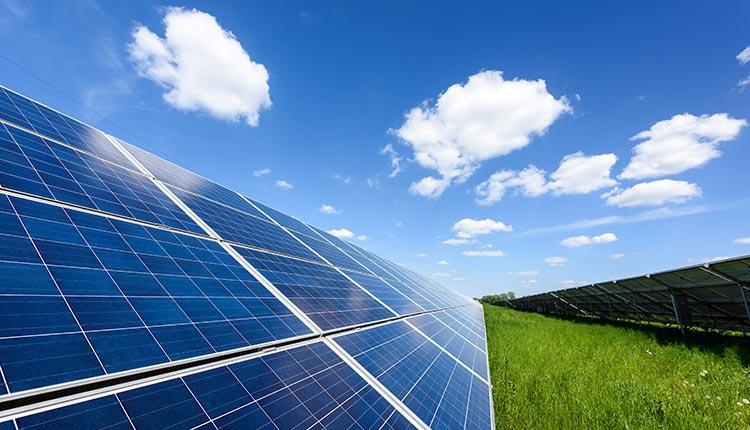 Imagem ilustrativa sobre instalação de painel solar.